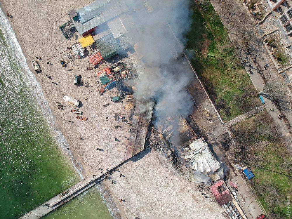 Пожарные приехали через 16 минут после возгорания, еще через 46 минут они локализовали пламя.