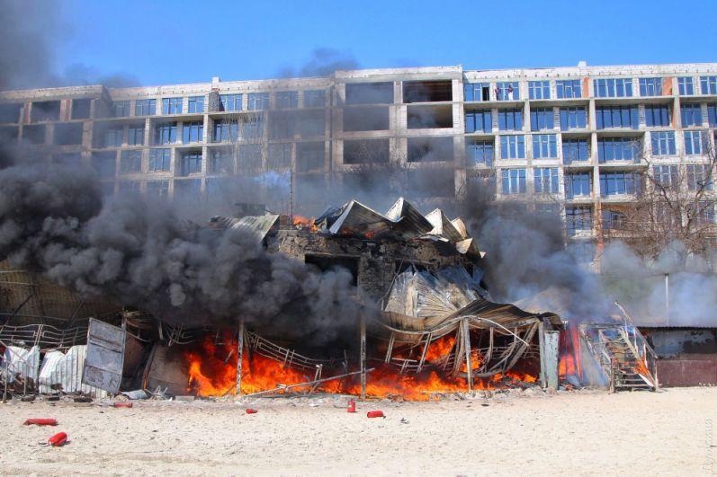 Пожар случился в районе 13-й станции Большого Фонтана.