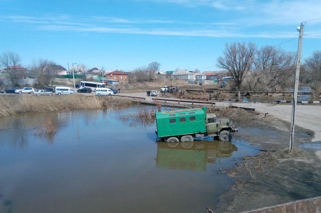 3 жилых дома и2 моста засутки затопило вТатарстане— МЧС