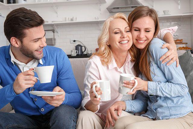 Как правильно вести себя со свекровью: советы психолога