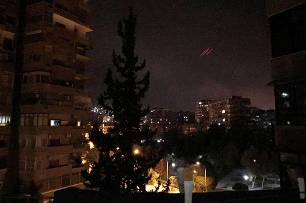 Работа сирийских ПВО в Дамаске.