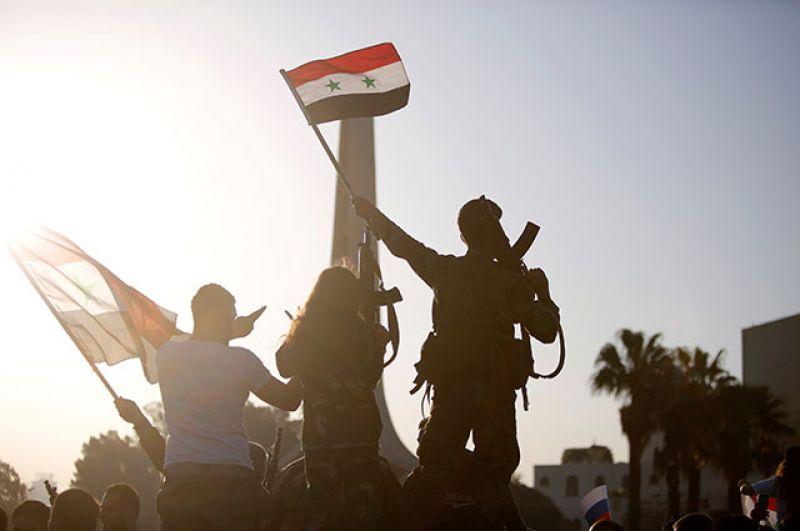 Жители Дамаска протестуют против авиаударов США, Великобритании и Франции по Сирии.