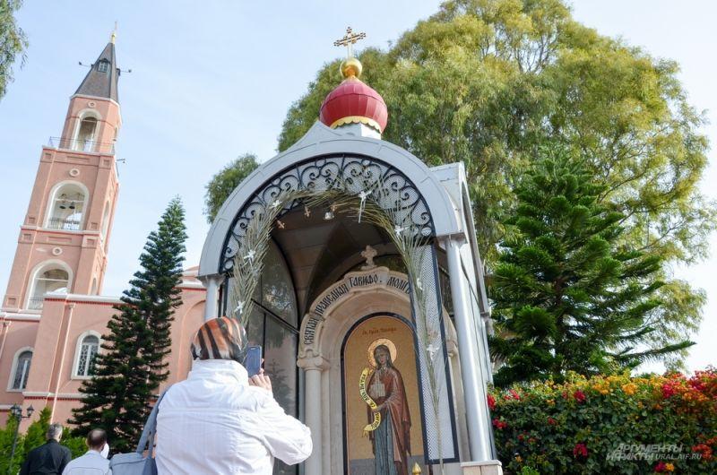 Храм святого апостола Петра и праведной Тавифы.