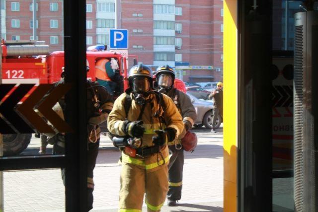 Пожарные учения в торговых центрах Барнаула