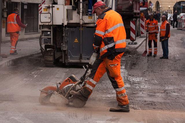 Сезон ремонта дорог открыли в Красноярске 10 апреля.