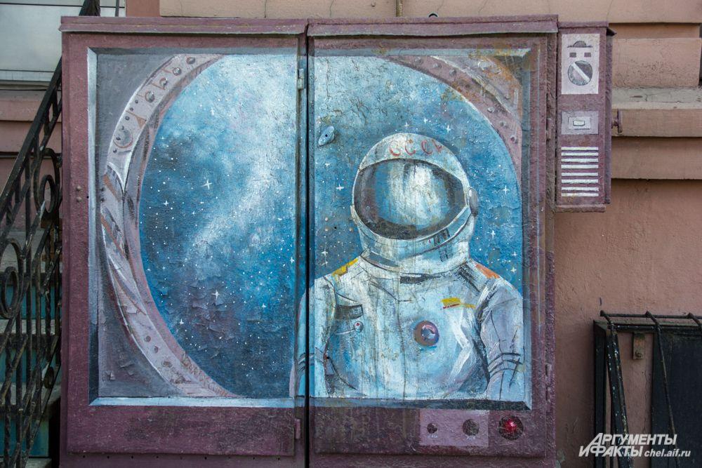 Роспись шкафа на Свердловском проспекте, 61