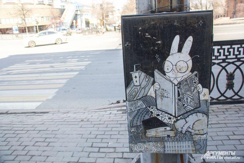 Роспись шкафа возле Публичной библиотеки