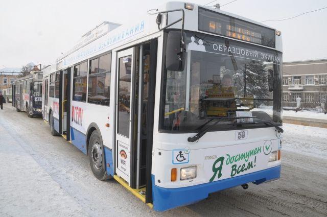 На городском транспорте снова разместят рекламу.