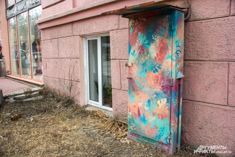 Роспись шкафа на улице Сони Кривой, 28