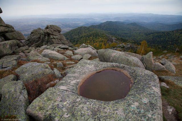 Каменная чаша на горе Синюха.
