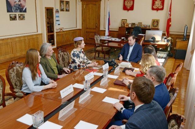 Переговоры губернатора Алексея Островского с Анной Шафран.