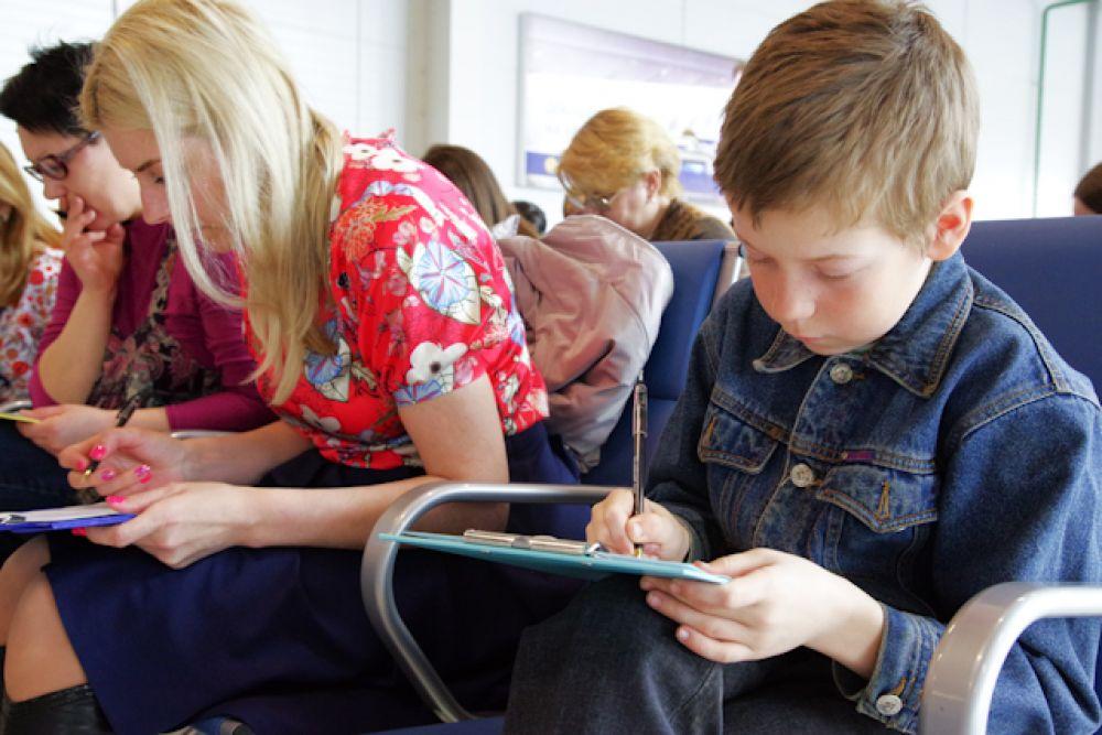 Проверить свою грамотность пришли люди разных возрастов. И те, кто учится в школе...