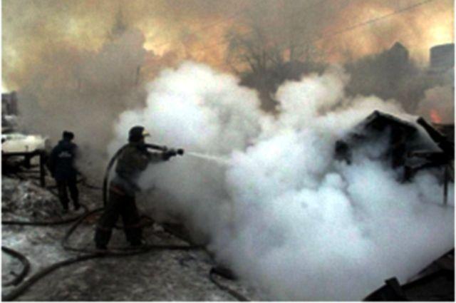 Из горевшего тюменского склада эвакуировали 30 баллонов