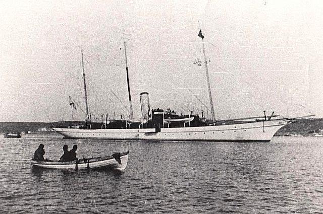 Водоизмещение яхты «Колхида» составляло 992 тонны.