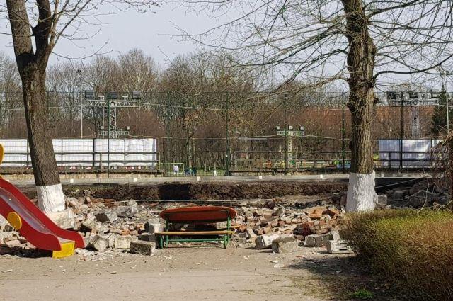 Рухнувший на детский сад забор принадлежит стадиону «Балтика».