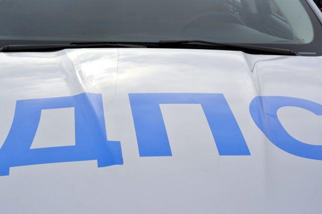 Разрыв шины: в Соль-Илецком округе Chevrolet врезался в автобус.