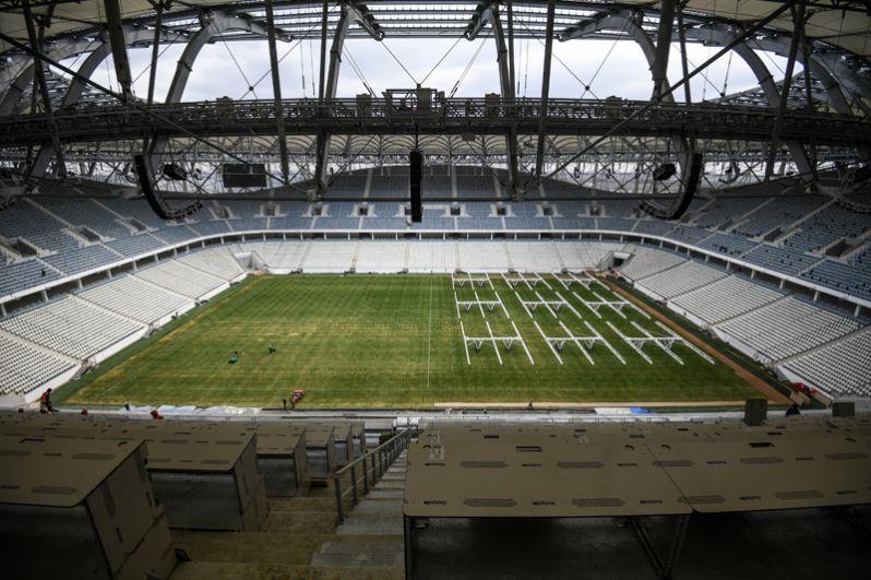 «Волгоград Арена». 3 апреля стадион был введен в эксплуатацию. Ближайший матч на арене состоится 21 апреля — «Ротор» сыграет с владивостокским клубом «Луч-Энергия».