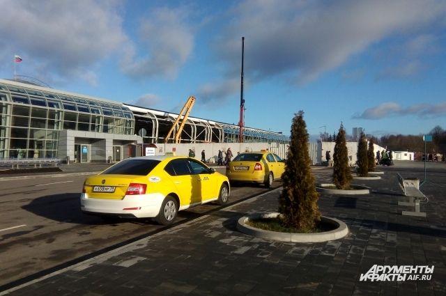 В аэропорту «Храброво» в разы подорожала стоимость парковки.
