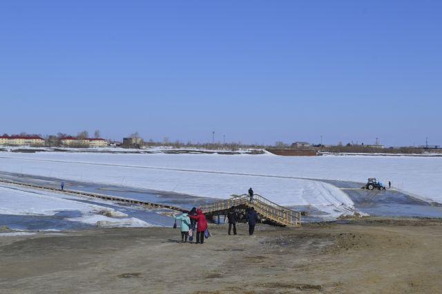 В Тобольске ликвидировали ледовую переправу