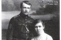 Антонин Чила, уже полковник, с уральской супругой.