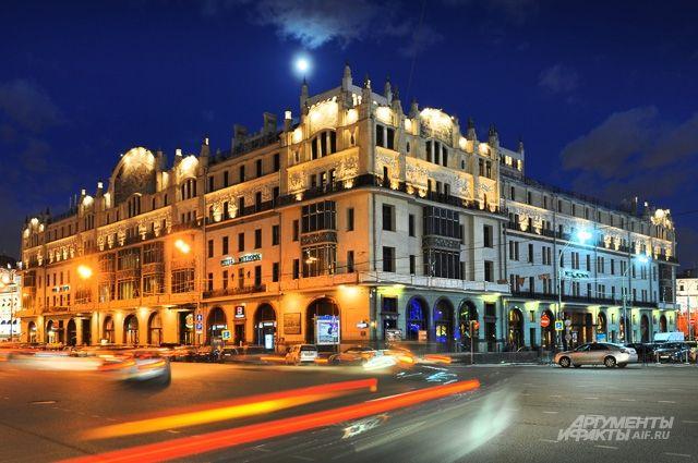 Жемчужина модерна «Метрополь» доставит экскурсантам массу эстетического удовольствия.