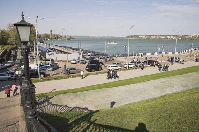 На набережной предлагали организовать музейный и спортивный кластеры, обустроить парк развлечений, построить аквапарк, возвести через пруд мост и т.д.