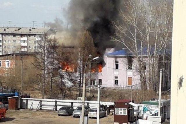 Свидетелями пожара стали ученики соседней гимназии.