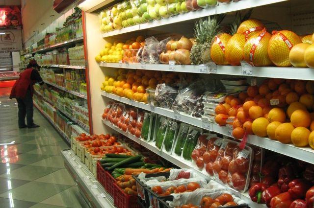 Больше всего подорожали фрукты и овощи.