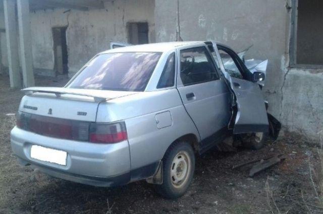ВБеляевском районе шофёр ВАЗа умер при столкновении сполевым станом