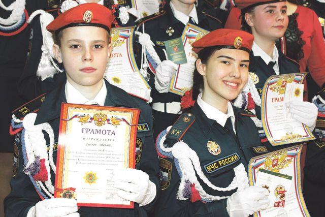 Кадетский класс школы № 8 учит дисциплине и взаимопомощи.