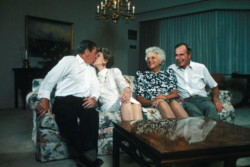 Чета Бушей и чета Рейганов в Белом доме. 1985 год.
