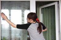 Мыть окна лучше не в солнечную погоду.