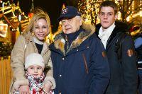 Олег Табаков, Марина Зудина с сыном Павлом и дочерью Машей. Декабрь 2014 г.