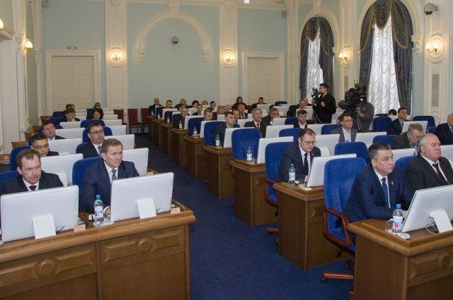 Депутаты Заксобрания отчитались о своих доходах.