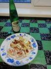 Елена Корчагина. Представляю вашему вниманию легкий обед! Перед вами цветная капуста, запеченная с морковью, куриное отварное мясо и бутылка минеральной воды «Завьяловская»!