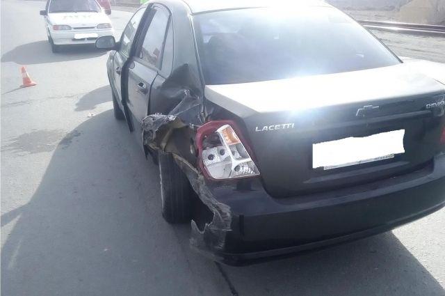 В Орске в ДТП с Chevrolet и Chrysler пострадал один из водителей.