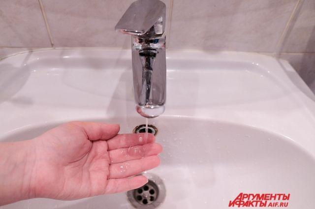 Дома подключат к другому водоводу пока ремонтируют повреждённый. Воду должны включить к вечеру.