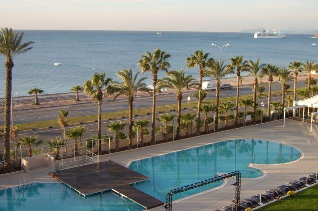 Море, бассейн, пальмы - всё похоже на сказку. Приезжайте, и попробуйте эту сказку на вкус!