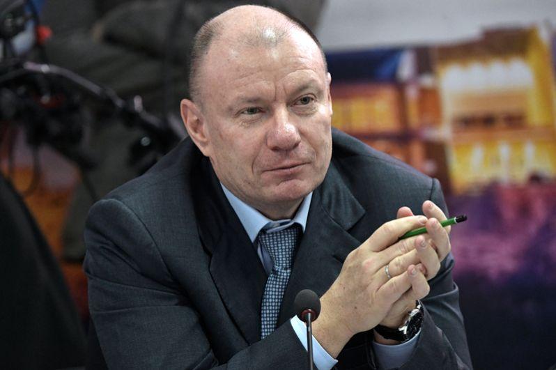 На шестом месте расположился совладелец «Норильского никеля» Владимир Потанин с 15,9 млрд долларов.