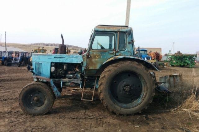 В Тоцком районе рабочему фермы оторвало руку во время ремонта трактора.