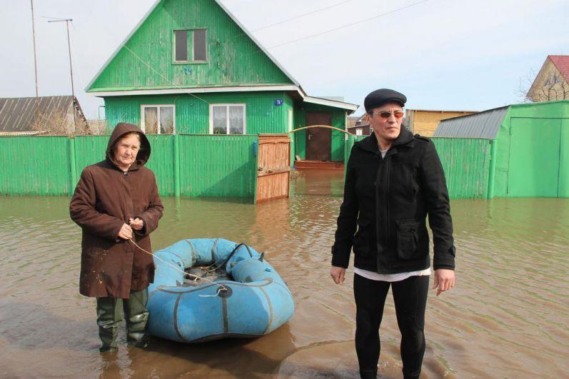 Река Уршак затопила улицы села Бекетово Кармаскалинского района 12 апреля. На 19 апреля вода еще не спала.