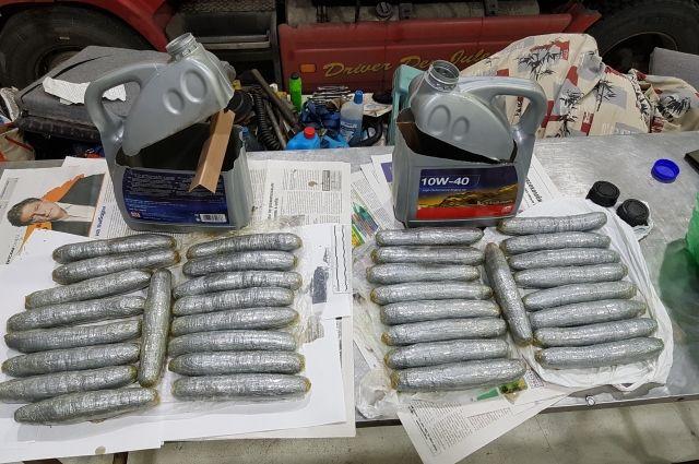 Калининградские таможенники нашли в канистрах более 3 кг марихуаны.