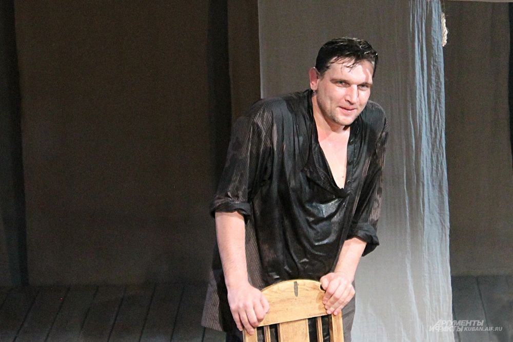 Слуга барина Данила — актер Ян Новиков.