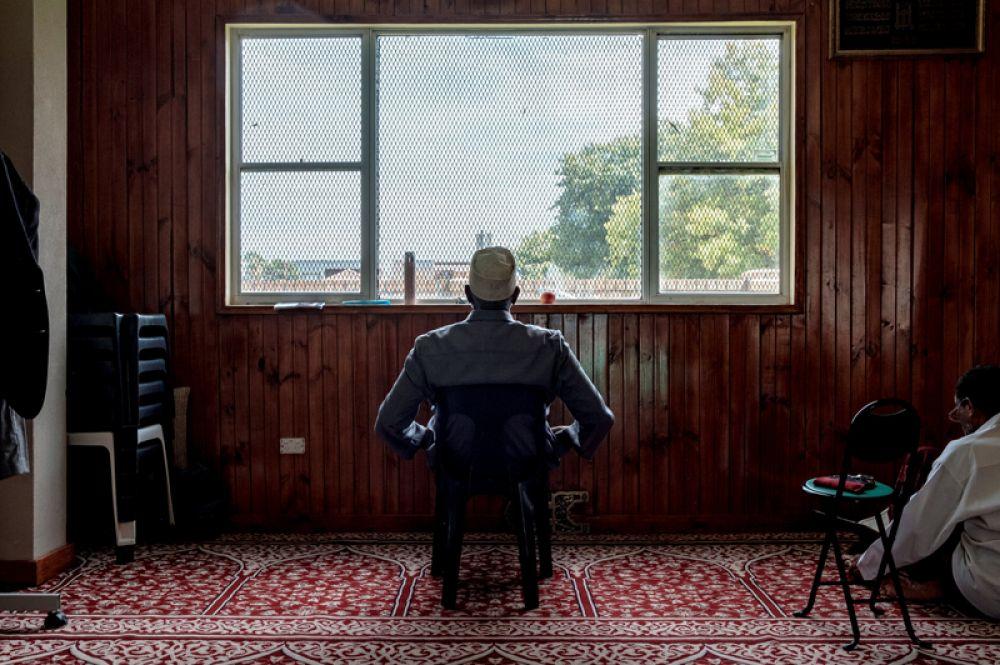 Мусульманин в мечети Elsedeaq в пригороде Мельбурна Гейдельберге, Австралия.