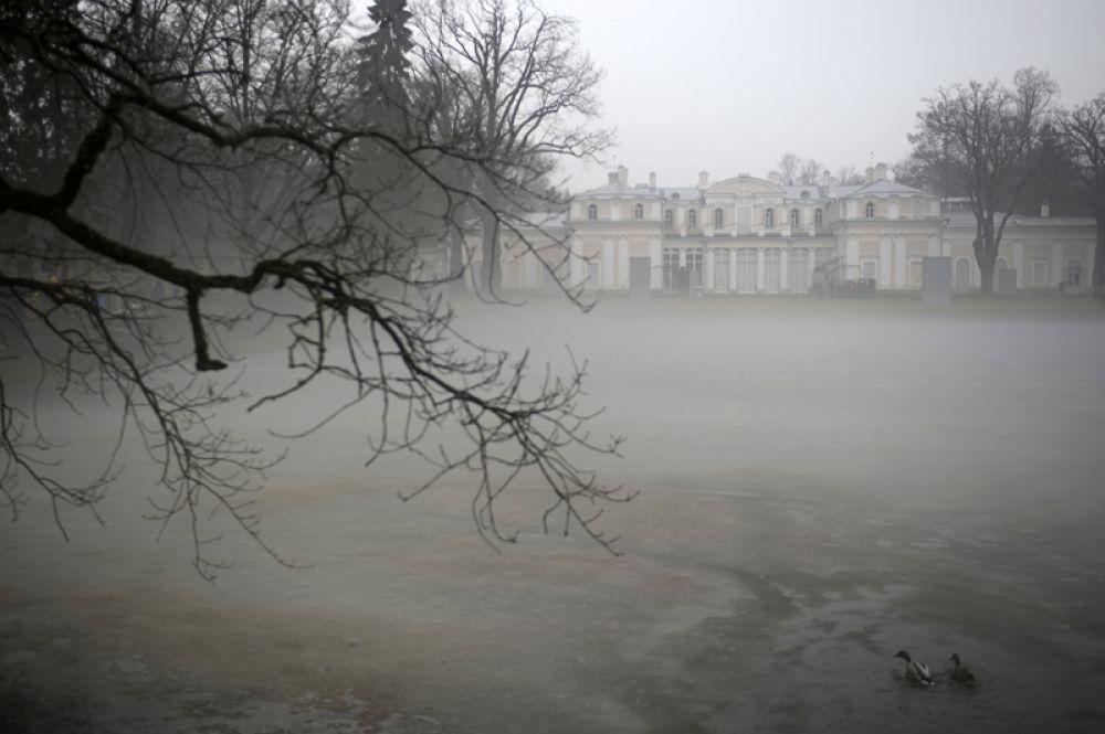 Китайский дворец на территории дворцово-паркового ансамбля «Ораниенбаум» в Ленинградской области.
