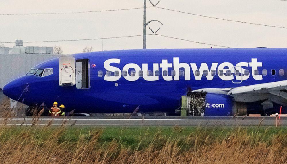 Самолет Southwest Airlines рейса 1380, следовавший из Нью-Йорка в Даллас, совершил экстренную посадку в аэропорту Филадельфии. Один из двигателей Боинга взорвался в воздухе.