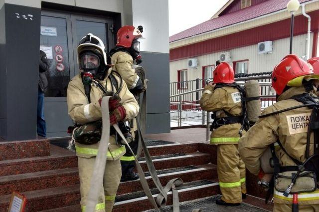 Пожарные в Сургуте
