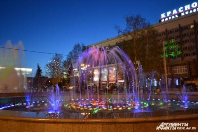 Обычно сезон красноярских фонтанов длится около четырех месяцев.