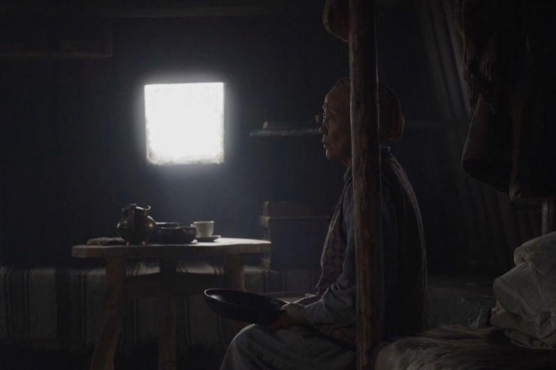 «Царь-птица» (режиссер — Эдуард Новиков, Россия). Действие картины происходит в Якутии в 1930-е годы. К старику Микиппэру и его жене Оппуос среди зимы прилетает орел. Старик со старухой не решаются прогнать его, поскольку орел считается священной птицей. Они подкармливают его, чтобы тот не нападал на домашний скот. Однажды орел проникает в дом, и после этого они начинают жить вместе.