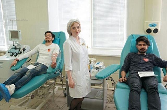В Оренбурге в День донора кровь сдали студенты из Индии и Португалии.